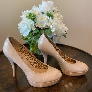 Kenneth Cole Unlisted nude pumps heels 👠